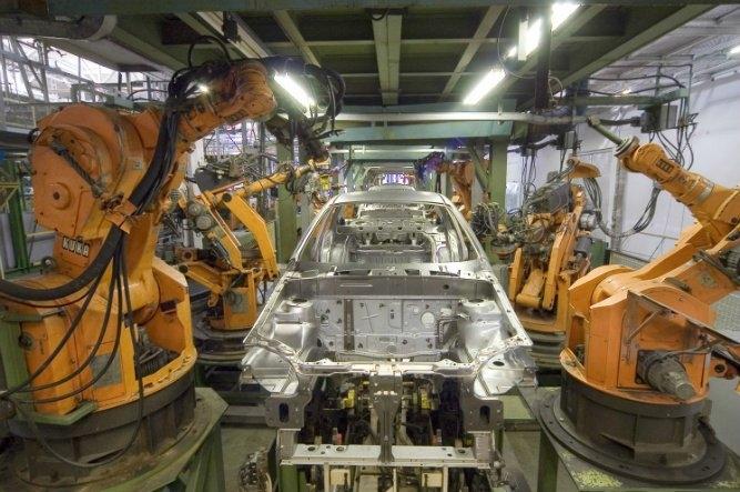 Makineleşmenin artmasıyla sanayide de robotik bir devrim gerçekleşmeye başladı. Yazılım ve görüntü sistemleriyle donatılan, çeşitli görevleri yerine getirmek için programlanan robotlar esnek ve verimli bir üretim şekli sunuyor.